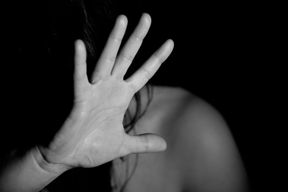 В Ростовской области двое рецидивистов изнасиловали  школьниц