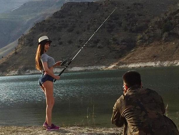 Эротическое фото с удочкой в «невероятно красивом месте» показала звезда Playboy из Ростова