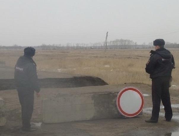 Власти Ростовской области перекрыли движение на поврежденной паводком автодороге