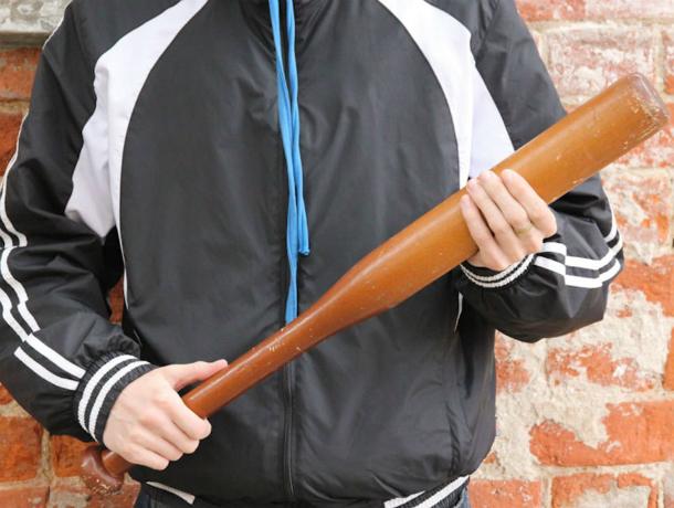 Вооруженный битой ростовчанин ограбил жильца одной из многоэтажек