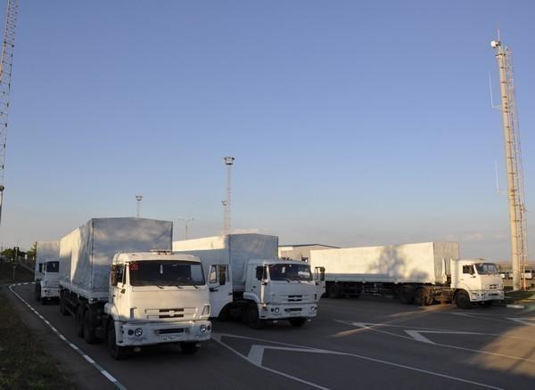 Второй гуманитарный конвой прошел таможенный контроль на МАПП Донецк и выдвинулся в Луганск