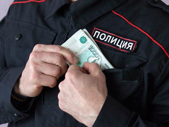 Сам себе за важную информацию платил полицейский из Ростовской области