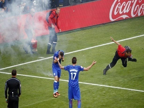 Арбитрам во время ЧМ в Ростове дано право прерывать матчи из-за расизма болельщиков
