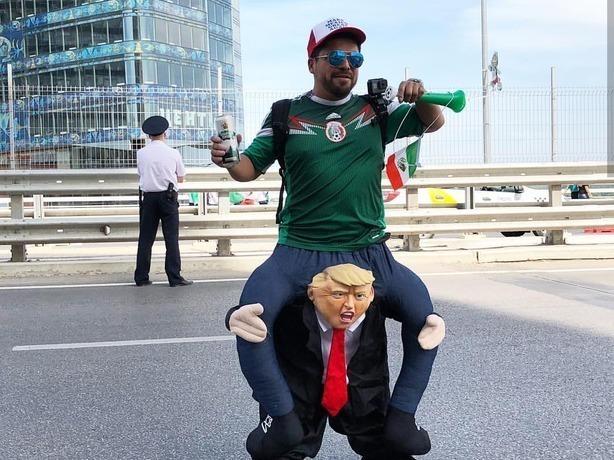 Оседлавший Трампа мексиканский болельщик рассмешил весь Ростов