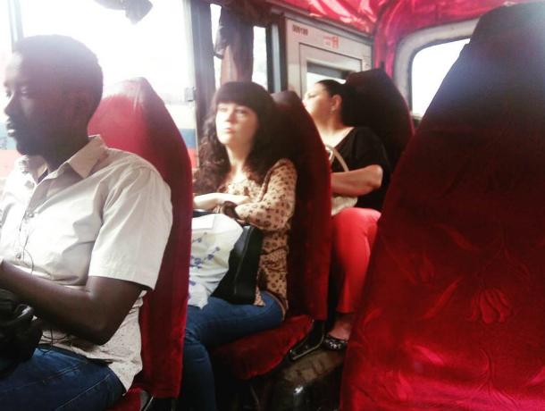 Комфортной поездкой в эротично-гламурной маршрутке похвастались жители Ростова