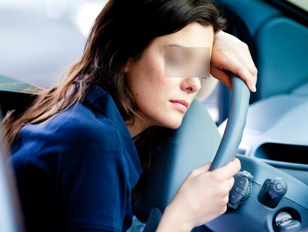 «Спящая красавица» за рулем иномарки устроила ДТП, спровоцировав транспортный коллапс под Ростовом