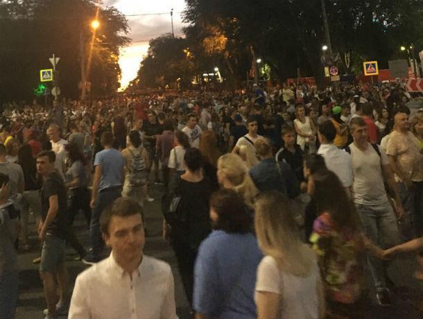 Дикие очереди получили фанаты, пришедшие посмотреть матч в фан-зону в Ростове