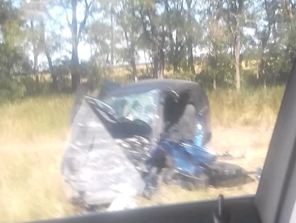 Выскочившая на встречку автоледи убила пенсионера на «Опеле» и попала в реанимацию под Ростовом