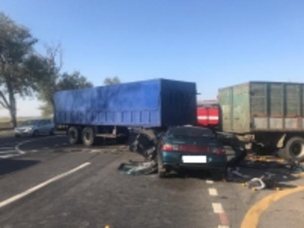 В жуткой аварии в Ростовской области погибли 36-летние родители и их ребенок