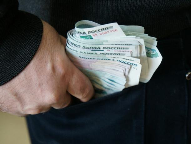 Доверчивый мужчина лишился крупной суммы наличных в Октябрьском районе Ростова
