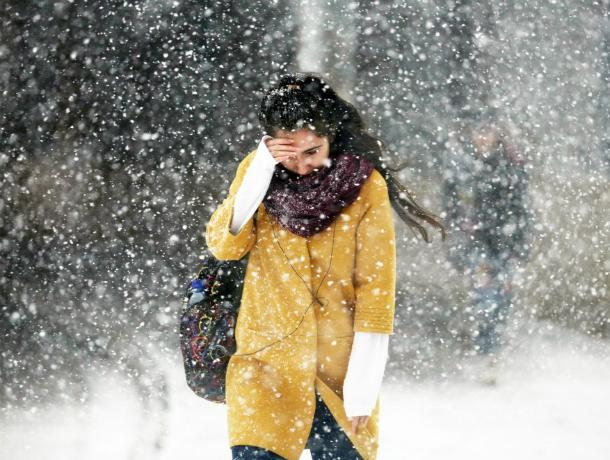 Пасмурная и дождливая погода испортит жителям Ростова первый день рабочей недели