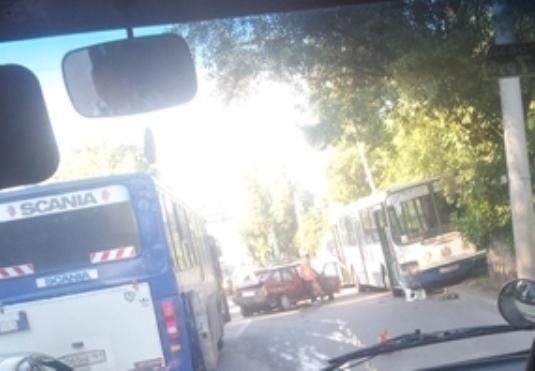 В Ростове «ВАЗ-2109» лоб в лоб столкнулся с автобусом: погиб один человек