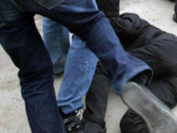 Иностранцы на «Мерседесе» избили вышедшего «по малой нужде» автолюбителя на ростовской трассе