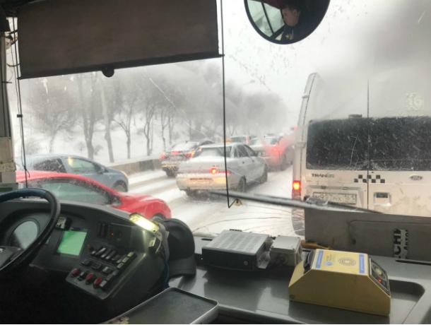 Водители ростовских автобусов решили сэкономить на отоплении