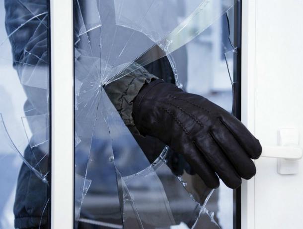 Рецидивист совершил кражу со взломом в одном из коттеджей Ростова