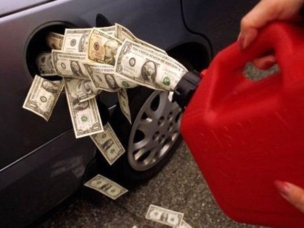 Рост вопреки падению: в 2015 году бензин может подорожать до 50 рублей за литр