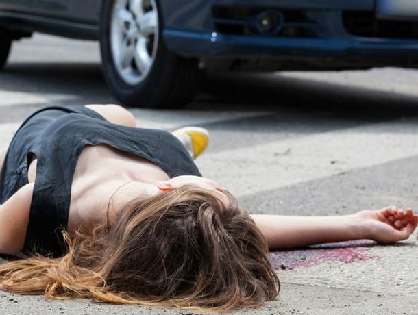 Ослепленный тьмой водитель ВАЗа сбил девушку на пешеходном переходе Ростова