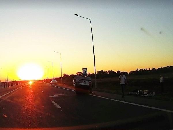 Под Ростовом на большой скорости перевернулась иномарка