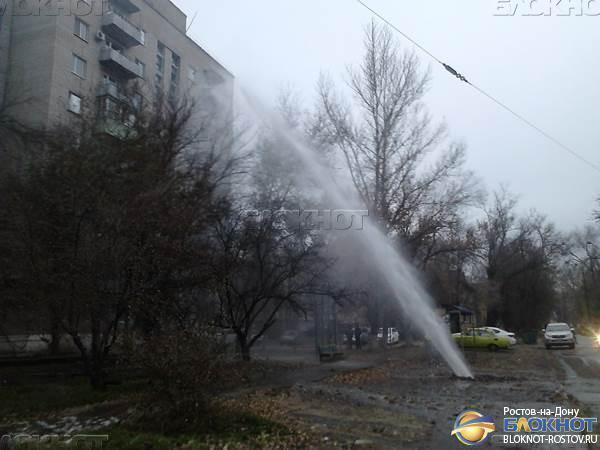 В Новочеркасске забил коммунальный фонтан высотой почти 15 метров. Видео