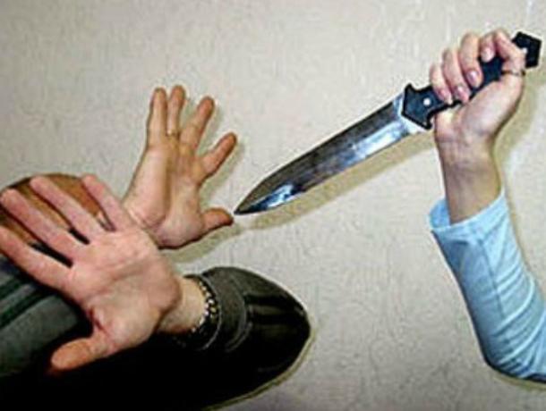 Обиженная женщина ударила ножом своего гражданского мужа в Ростовской области