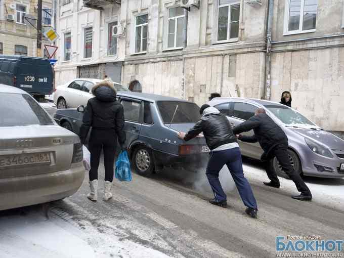 В Ростове из-за выпавшего снега парализовано движение