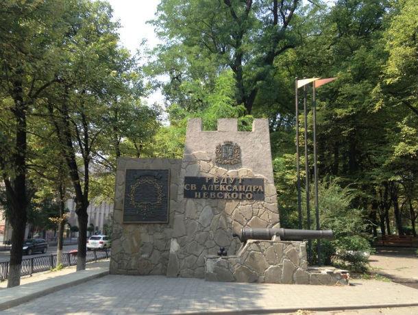 Общественники заглянули в каждое дупло и отстояли шесть десятков деревьев в Первомайском парке Ростова