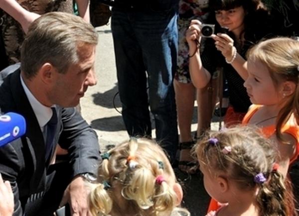 Астахов заявил об обстреле автобуса с детьми на российско-украинской границе при переезде в Ростовскую область