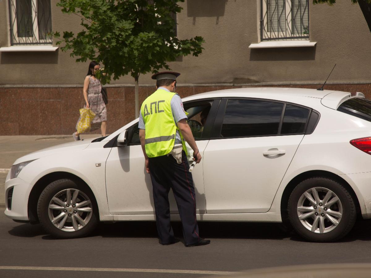 Инспекторы ДПС из Ростова пожаловались на взятки и поборы со стороны начальства