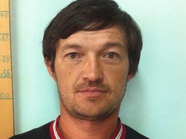 Бородатого 36-летнего мужчину с татуировкой черепа в берете на правой руке ищут в Ростове