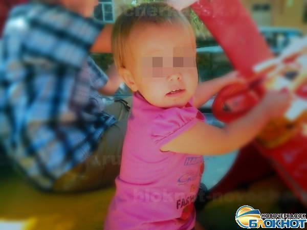 В Новочеркасске из окна второго этажа выпала 2-летняя девочка