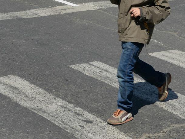 Жестоко перекинул через капот 4-летнего ребенка забывший остановиться не «зебре» Ford в Ростовской области