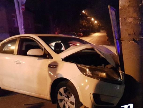 Спровоцировавшая аварию с иномаркой и столбом в Ростове молодая автоледи получила травмы