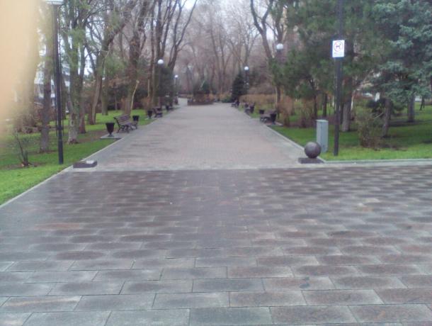 С набережной Ростова таинственно исчезают мраморные шары