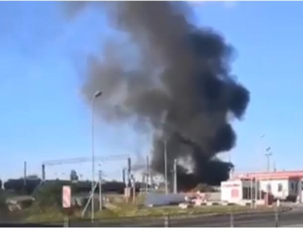 Пожар рядом с заправкой напугал автомобилистов