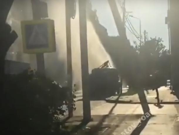 Безумный коммунальный фонтан из недр преисподней вызвал огромные пробки  в центре Ростова