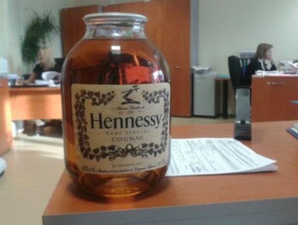 Опасным «паленым» Hennessy торговал  «по дешевке» на ж/д станциях житель Ростовской области