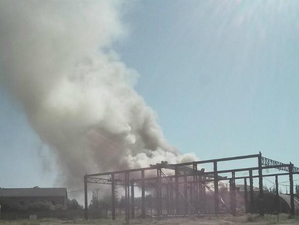 Крыша военной школы поваров внезапно вспыхнула в Новочеркасске