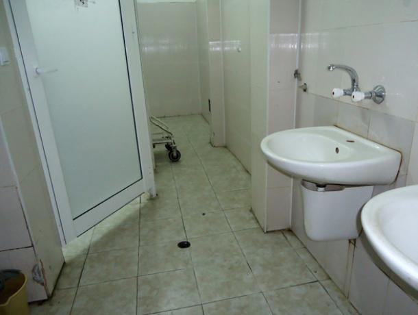 Туалетный коллапс случился в больнице Ростова из-за закрытых на ремонт санузлов