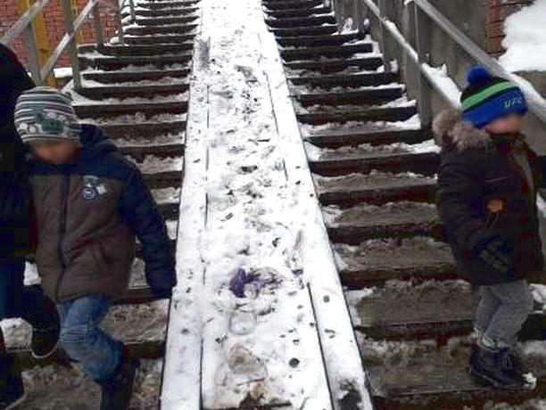 «Государство вас не просило рожать»: не очищенный от снега пандус возмутил ростовчан