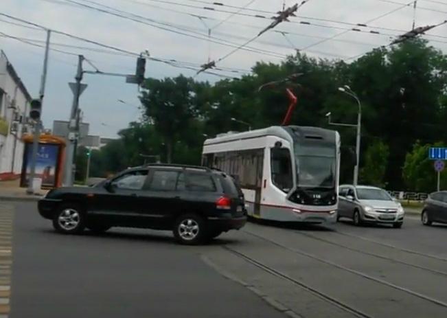 Невидимая водителями остановка на Шолохова создала иллюзию  у жителей Ростова