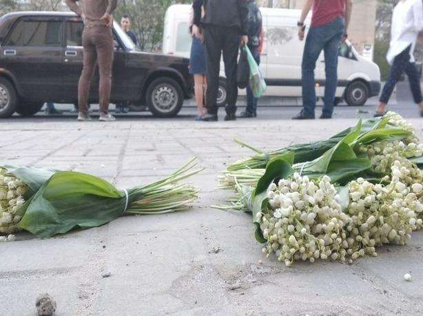 15-летнего школьника с букетами запрещенного краснокнижного растения сбил автомобиль в Ростове-на-Дону