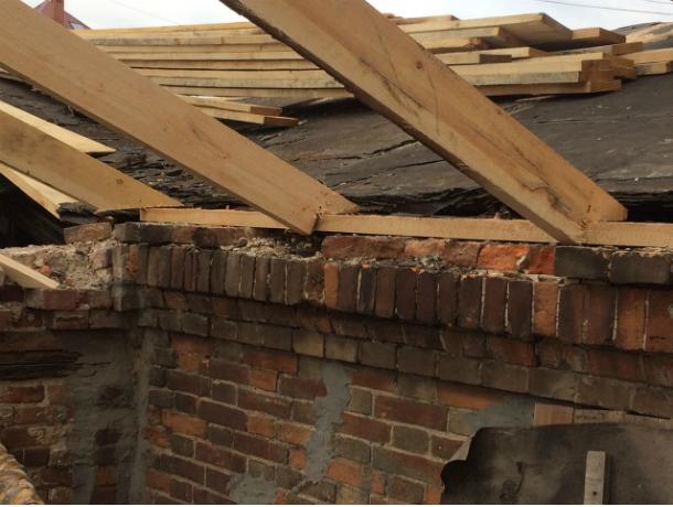 Жильцы одного из домов в центре Ростова остались без крыши над головой из-за затянувшегося ремонта