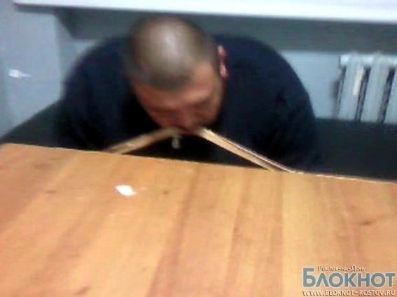 В Ростовской области пьяные дебоширы устроили шоу в отделе полиции (ВИДЕО)