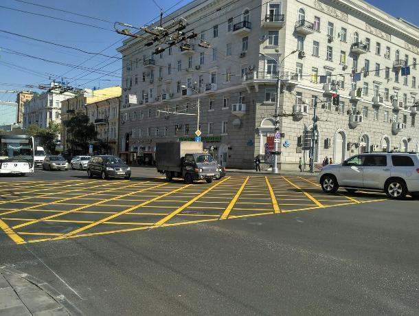 Автомобилистам не хватает «вафелек»: ростовчане предложили нарисовать желтую разметку