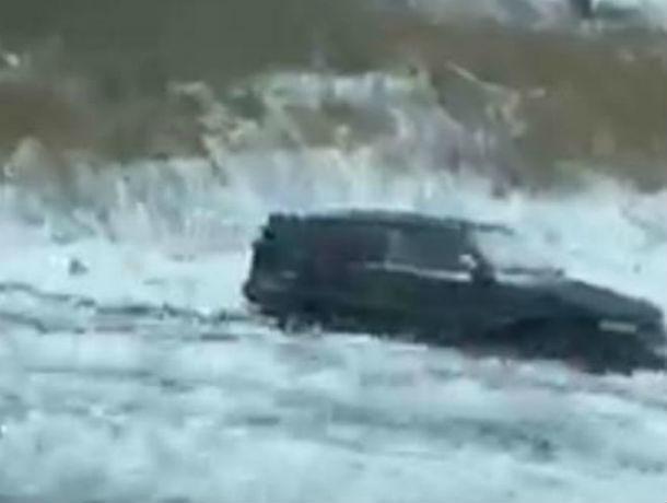 Машина с ребенком улетела в кювет на трассе под Ростовом