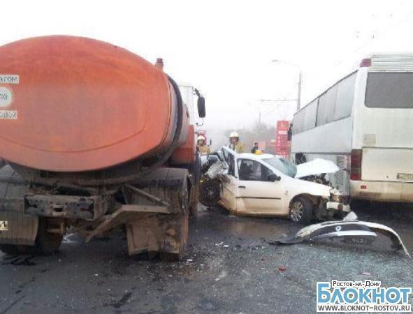 В Ростове иномарка врезалась в МАЗ и автобус: 1 человек травмирован