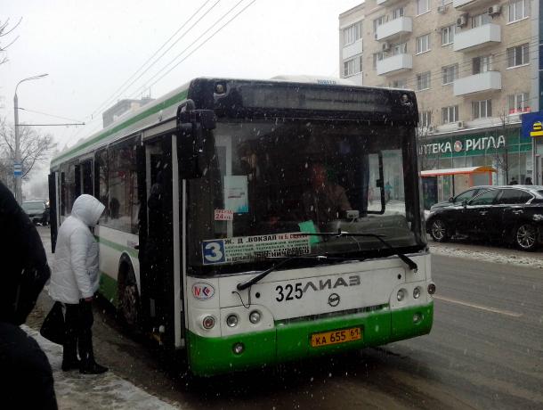 Экстремальная поездка на автобусе с открытыми дверями в Ростове попала на видео