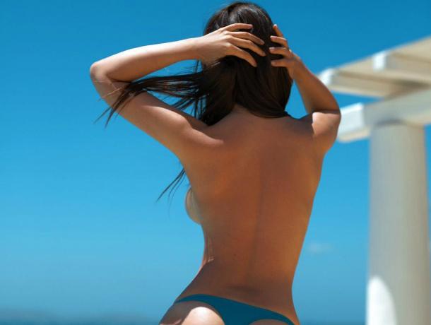 Сексуальная Мария Лиман оголила свои прелести на пляже Греции