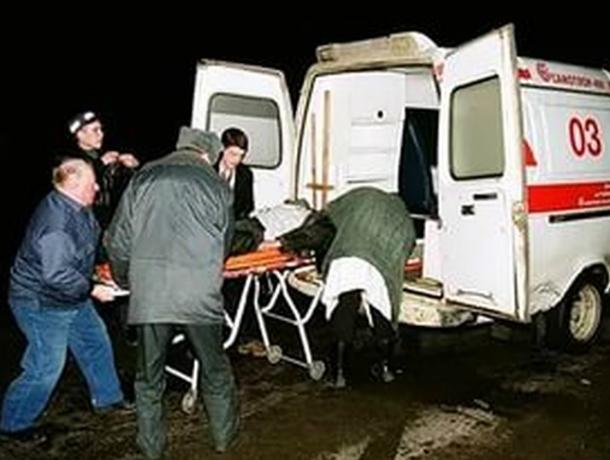 Мужчина и женщина получили травмы в перевернувшейся на скользкой трассе иномарке в Ростовской области