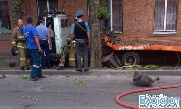 В Ростове водитель автоэвакуатора без прав протаранил «Жигули»: 3 пострадали. Фото